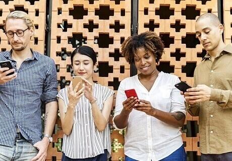 欧米では男女が出会う手段としてマッチングアプリを利用するのはもっともポピュラーで、それは日本でも日に日に普及し数多くのマッチングアプリがリリースされています。そうしたマッチングアプリとはなにかをまず説明していきましょう。
