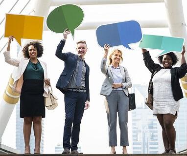 出会い系サイトで知り合った幅広い年齢層の男女がコミュニケーションを取り合っている画像です